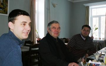 Преподаватель доктор Святой Теологии профессор Йозеф Барон и студенты в предвкушении обеда | Март 2018